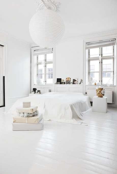 6. Piso laminado branco no quarto – Via: Coco Lapine Design