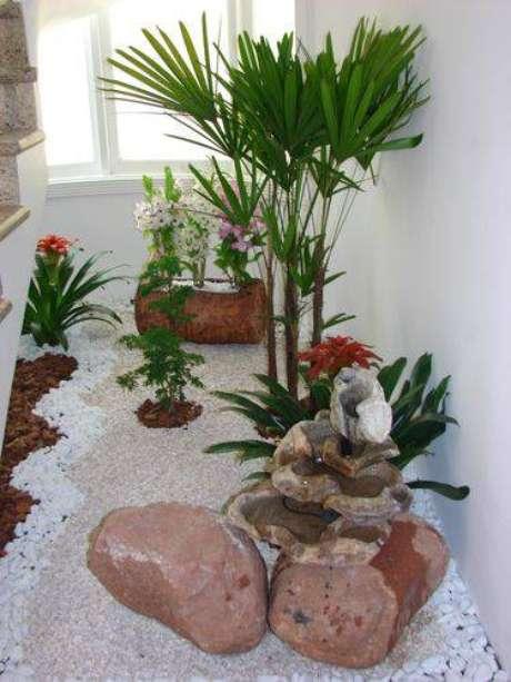 12.Invista numa decoração com pedras e fontes no seu jardim
