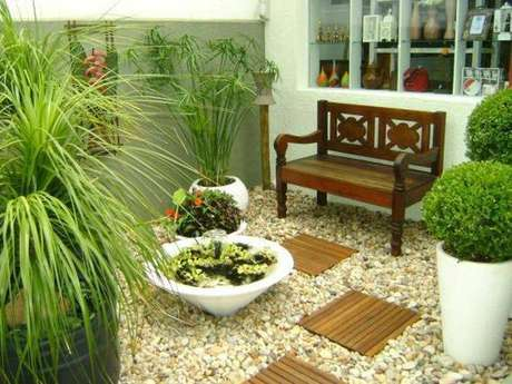 14. Para os jardins de inverno maiores, coloque móveis para deixar aconchegante