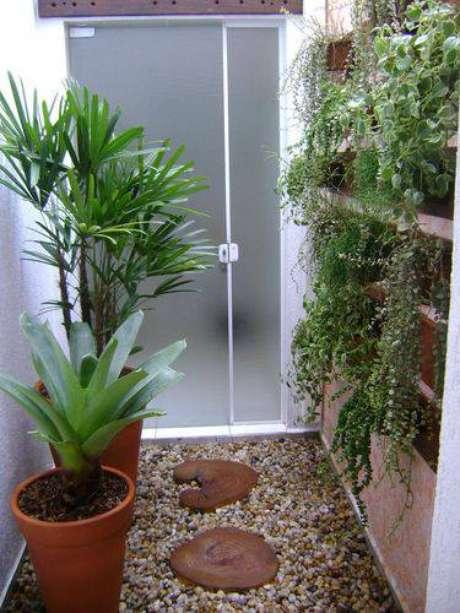 19. Você pode utilizar um jardim vertical para aproveitar o espaço
