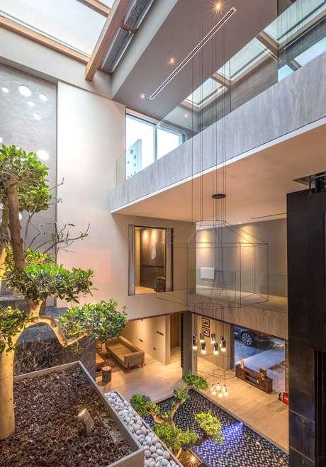 57. Casa moderna com jardim de inverno na sala – Via: Pinterest