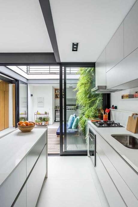 34. Jardim de inverno na sala com cozinha integrada – Via: Pinterest