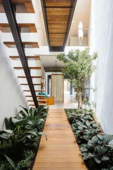 38. Jardim de inverno na sala com plantas charmosas – Via: Anest With Yard