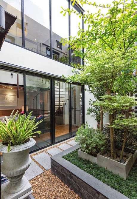 37. Jardim de inverno na sala com plantas modernas – Via: Pinterest