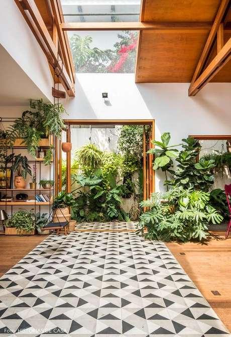 43. Jardim de inverno na sala de estar – Via: Histórias de Casa