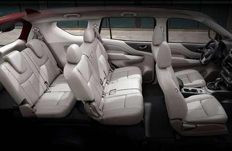 Assim como o Toyota SW4 e o Chevrolet Trailblazer, o X-Terra também traz sete lugares.