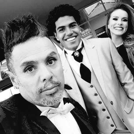 O estilista Edson Eddel com Demethryus e Karoline