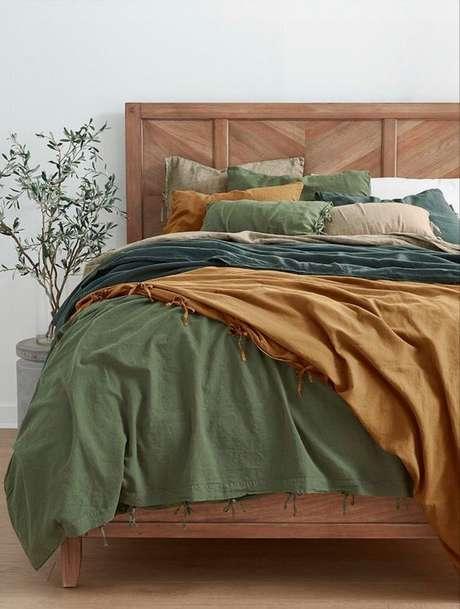 54. Quarto com cama de madeira – Via: Dillards