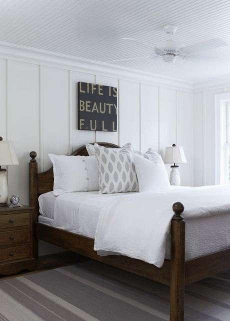 57. Quarto com cama de madeira queen – Via: Pinterest