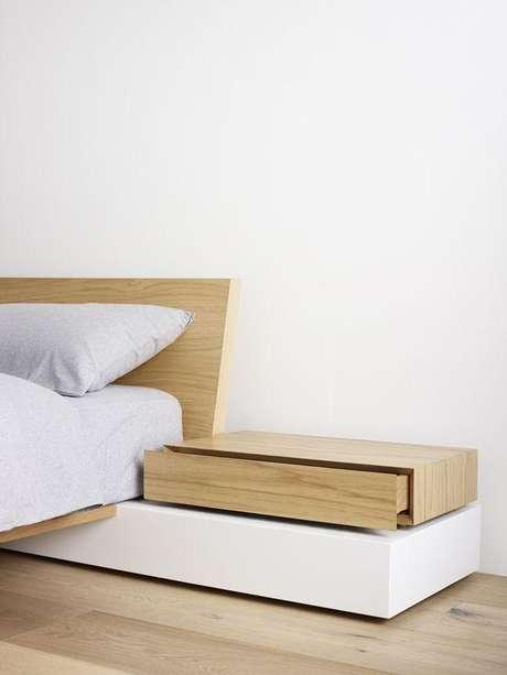 52. Cama de madeira com criado mudo moderno – Via: Pinterest
