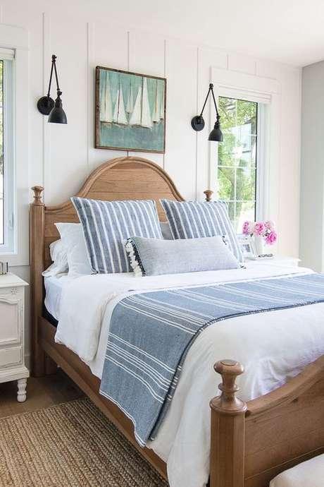 53. Quarto com cama de madeira clássica – Via: Beach Pretty