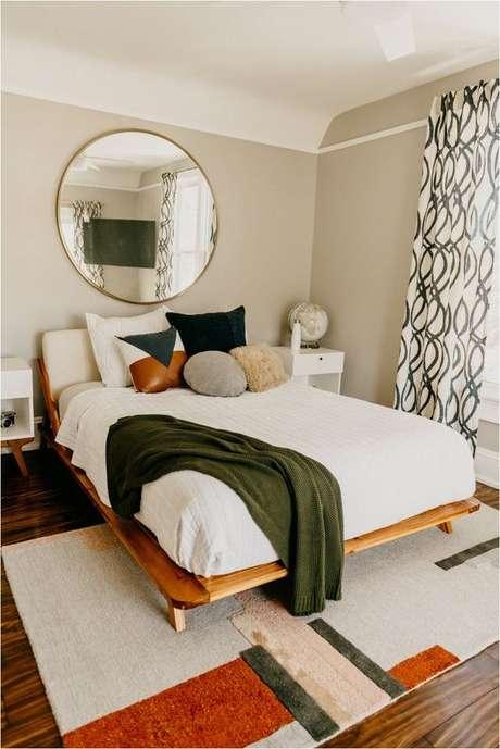 3. Quarto com cama de madeira queen – Via: House Fur