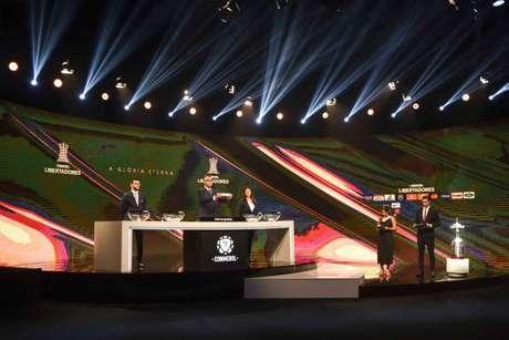 A Conmebol realizou o sorteio das partidas das fases preliminares da Libertadores (Foto: Norberto Duarte/AFP)