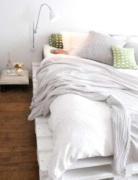 27. Cama de madeira branca – Via: Pinterest