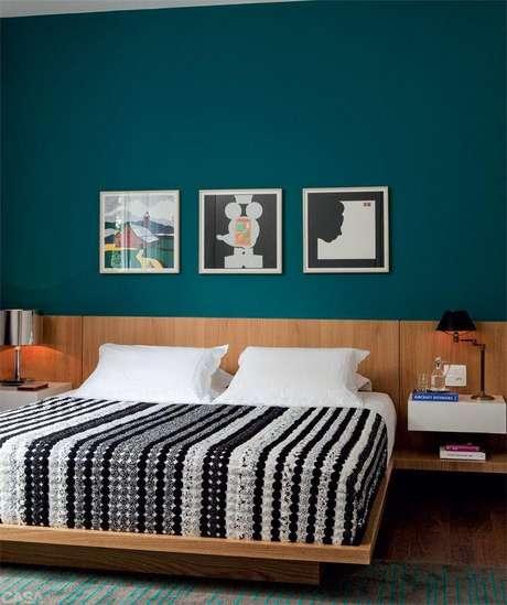 31. Decore seu quarto moderno com a cama feita de madeira – Via: Pinterest