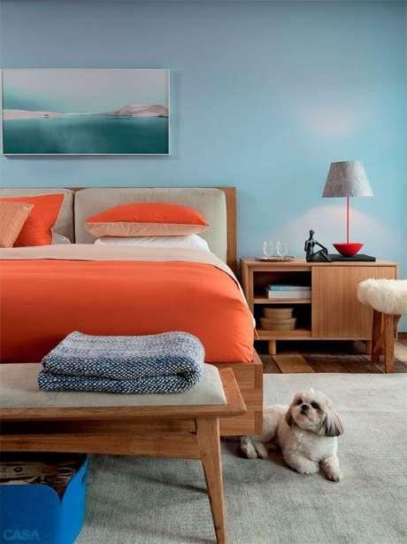 51. Quarto colorido com cama de solteiro de madeira – Via: Pinteres t