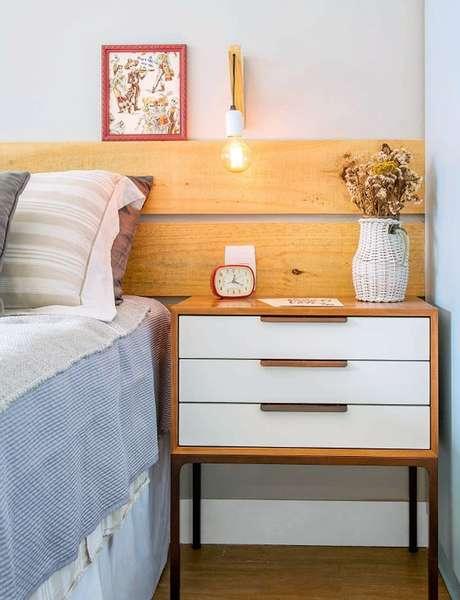 17. Use uma linda cabeceira para seu quarto rústico – Via: Minha Casa Abril
