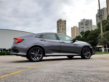 Honda Civic tem um visual bastante ousado na traseira, o que afugenta os conservadores.