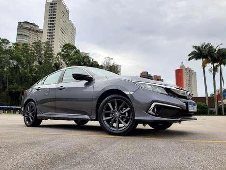 Honda Civic EX 2.0: boa relação custo-benefício num ambiente de carros caríssimos.