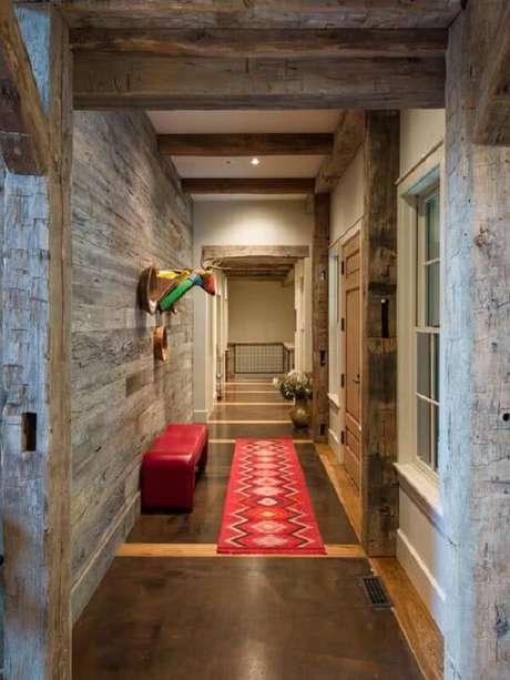 20. A luminária para corredor interno ilumina bem o ambiente e fica discreta no teto. Fonte: Pinterest