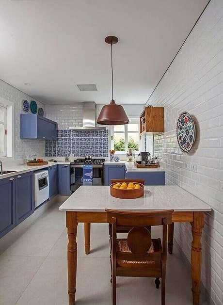 41. Decoração para cozinha planejada azul – Via: Subway Tile