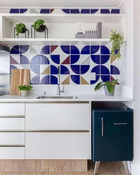49. Revestimento azul geométrico – Via: Pinterest