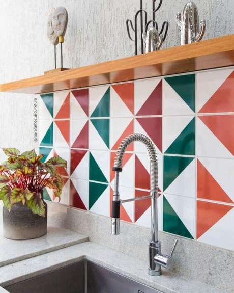 12. Revestimento geométrico verde e laranja – Via: Pinterest
