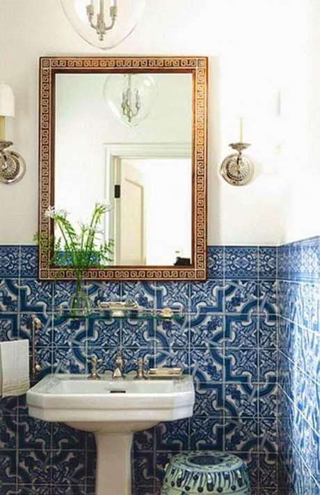 15. Revestimento geométrico na decoração de banheiro – Via: Reciclar e Decorar