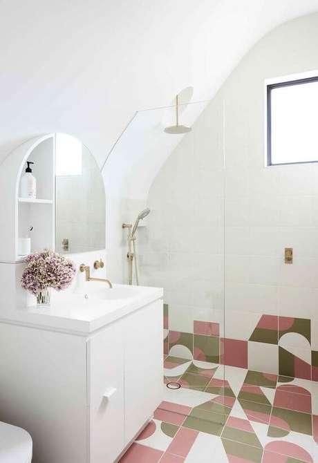 16. Banheiro com revestimento rosa e verde – Via: Homestolove