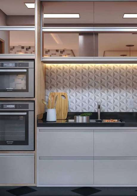 17. Cozinha moderna com revestimento branco 3D – Via: Revista VD