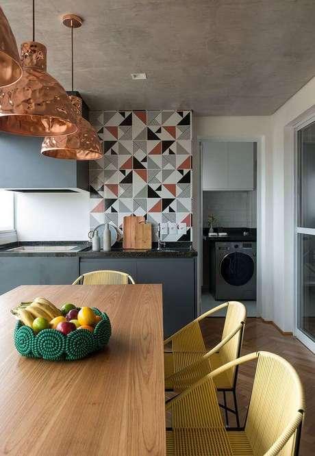 18. Cozinha com parede de revestimento colorido – Via: casa de Valentina