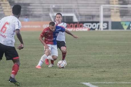 Jogador viveu período de consolidação no Tricolor da Vila em 2020 (Divulgação/Paraná)