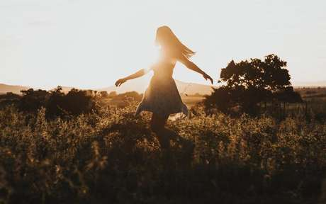 Confira simpatias para driblar a timidez e viver o melhor da vida -