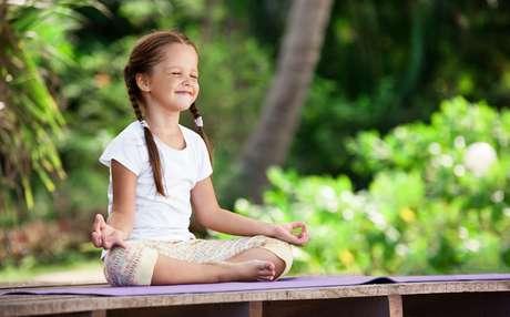 A meditação tem benefícios nas crianças que vão desde calma na hora até felicidade a vida toda