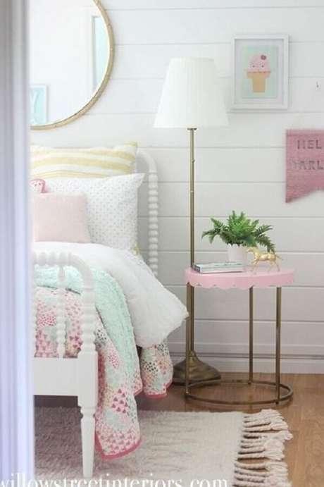 37. Mesa de canto para quarto feminino branco e rosa – Foto: Etsy