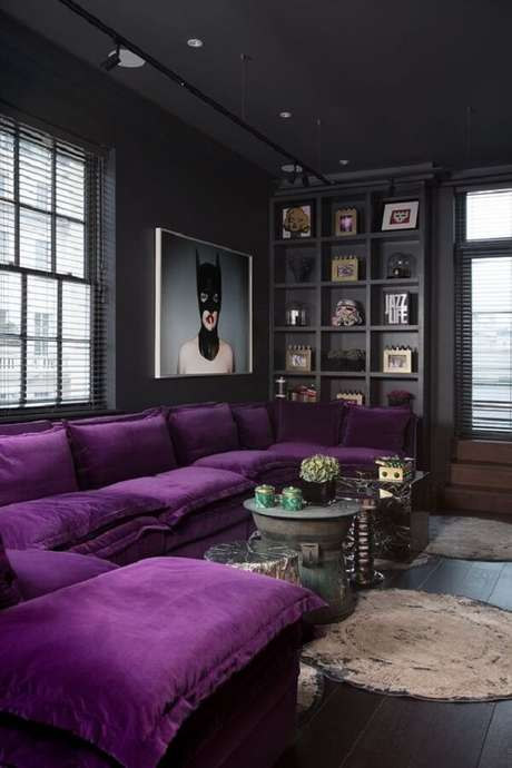 7. Modelo de sofá de canto roxo super aconchegante. Fonte: Pinterest