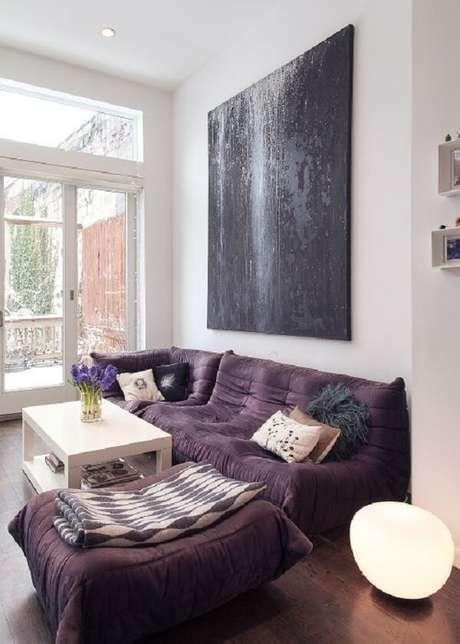 61. Sofá roxo estilo futton é charmoso e confortável. Fonte: Pinterest