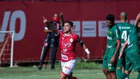João Pedro vem recebendo chances no Vila Nova após Brasileirão sub-23 (Foto: Divulgação/Vila Nova)