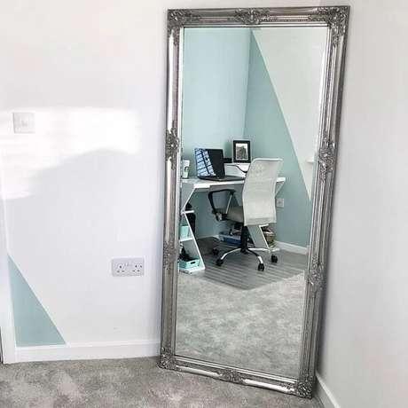 48. Aproveite um cantinho do ambiente para posicionar o espelho de chão. Fonte: Exclusive Mirrors