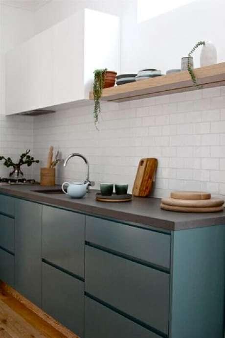 15. Decoração de cozinha com revestimento branco e armário planejado – Foto: Pinterest