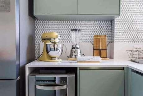 17. Revestimento hexagonal branco para decoração de cozinha planejada – Foto: Folio Arquitetura