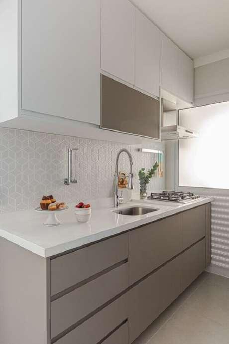 19. Decoração com revestimento branco para cozinha pequena planejada – Foto: Arquiteto em Casa