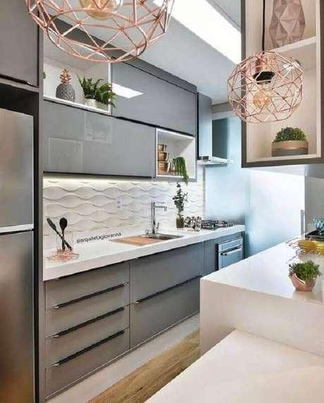 27. Revestimento 3D branco para decoração moderna de cozinha pequena – Foto: Arquiteta Giovanna