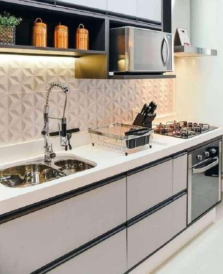28. Decoração de cozinha planejada com revestimento 3D branco – Foto: Pinterest
