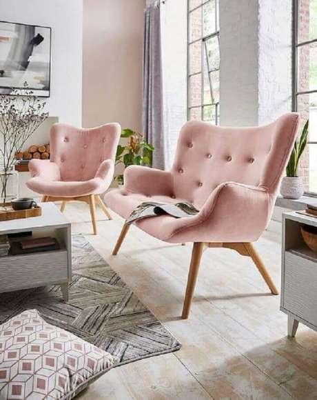 32. Decoraçaõ de sala de estar com poltrona capitonê rosa – Via: JD Williams