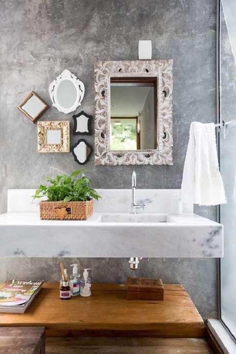 36. Espelho vintage com acabamento patinado em branco. Fonte: Pinterest