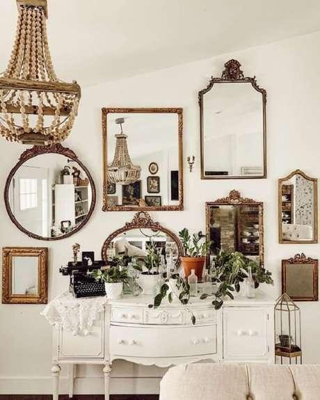 1. Fixe na parede diferentes modelos de espelho vintage. Fonte: Pinterest