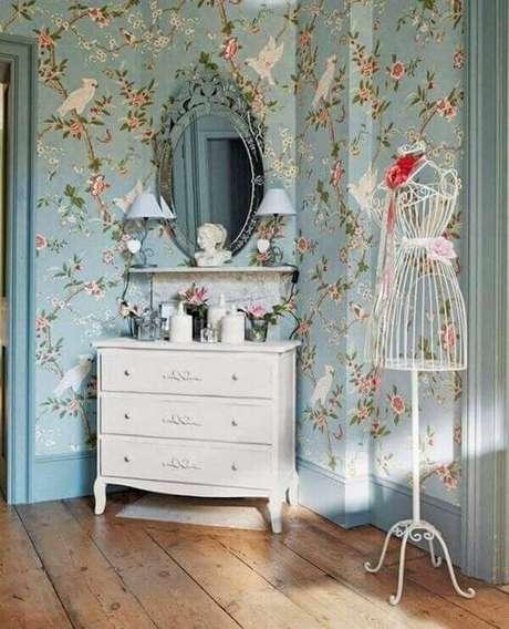 28. Modelo de espelho vintage delicado decora o dormitório. Fonte: Casa e Festa