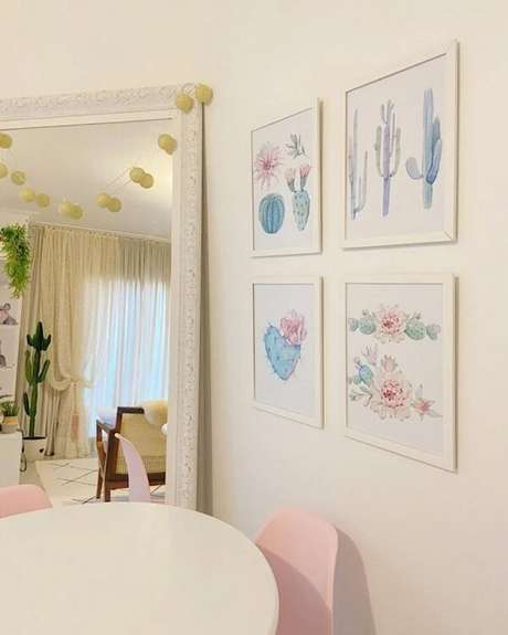 42. O cordão de luz pode decorar o espelho branco vintage. Fonte: O Meu Primeiro AP