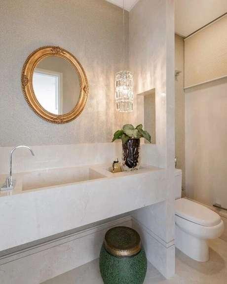 21. O espelho redondo vintage carrega elegância em seu acabamento. Fonte: Studio Nando Nunes